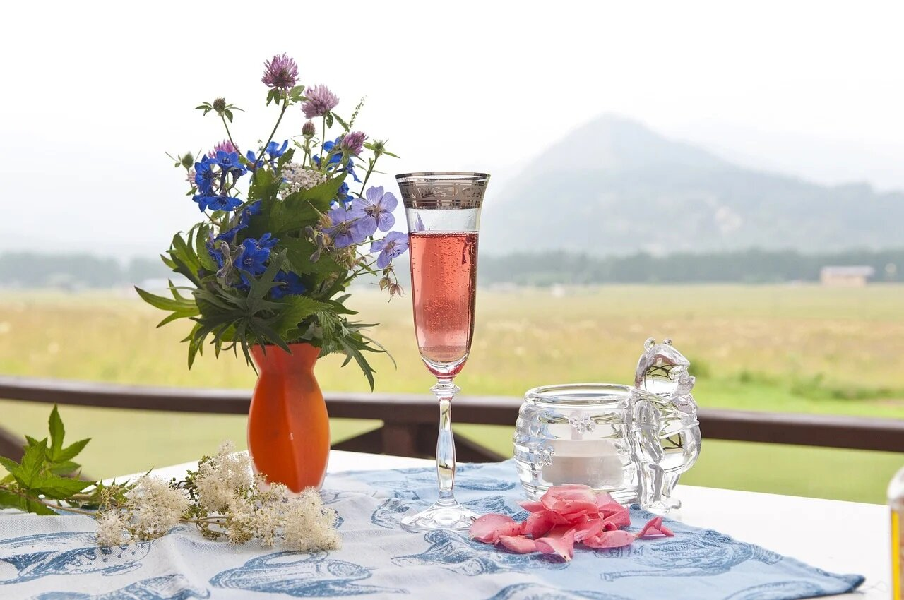 Wines that smell like spring: floral aromas to try this season
